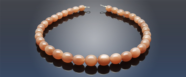 Jewellery with Gemstones - Necklace with Moonstone.