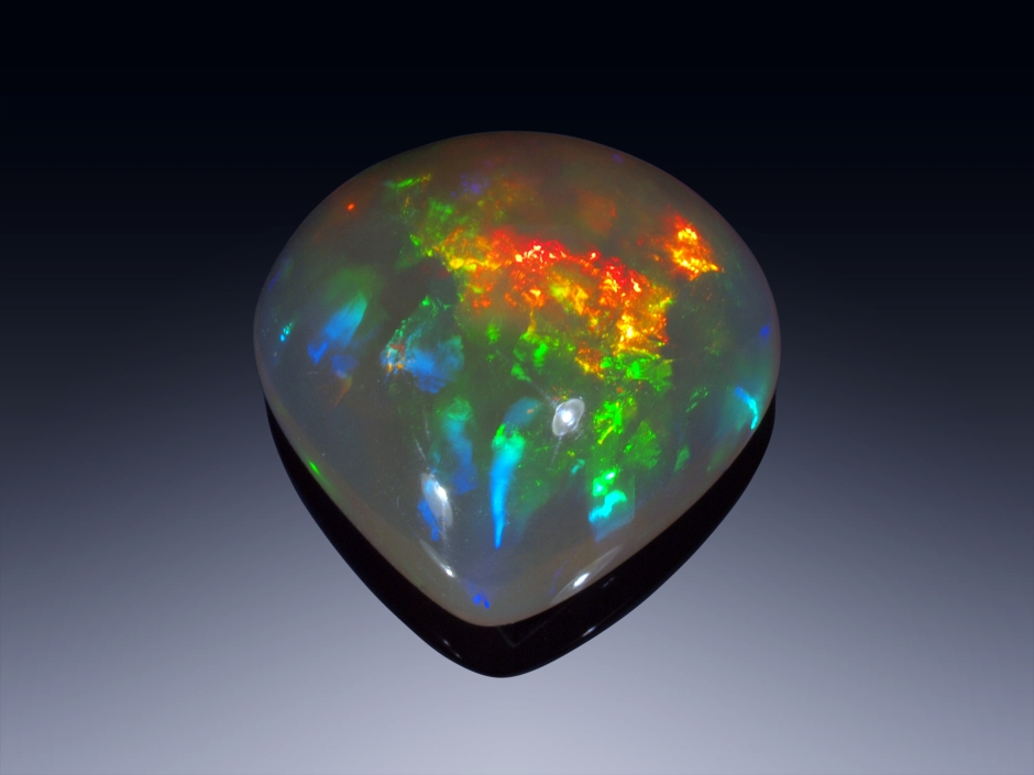 Cabochon cut in our gemstone cutting factory - Opal from Ethiopia